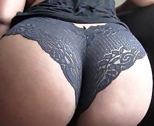 Amazing Dark-hued Slut Shows Off Her Phat Ass