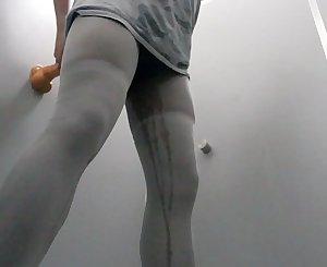 华南农大教学楼女厕假阴茎自慰自拍,外面不断有人上厕所,高潮流了满地水