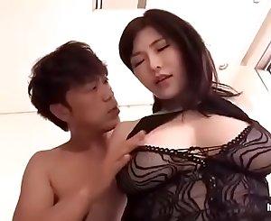 Anri Okita é uma linda asiática peituda