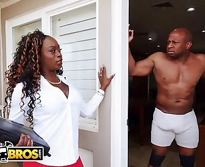 BANGBROS - Vickie Starxxx Bounces Her Black Big Nut On Prince Yahshua's BBC