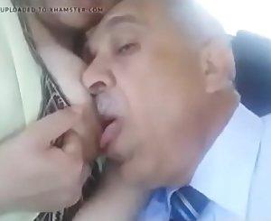 مصري يمصمص بزاز زوجة ابنه الساخنة و ينيكها في السيارة كسها مولع طيز كبيرة ساخنة http://linkshrink.net/78XV08