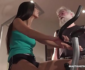 Senior physiotherapist fucks her youthful and hot client